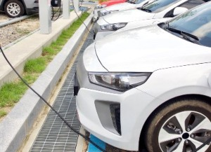 electric-cars-charging3.jpg